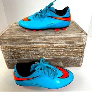 Nike soccer shoes kids size 1Y